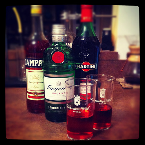 A picture of a Negroni cocktail
